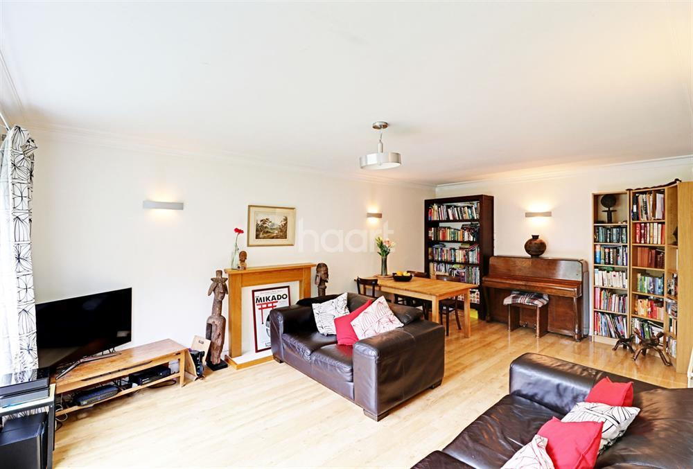 2 Bedrooms Maisonette Flat for sale in Maplin Close, Winchmore Hill, N21