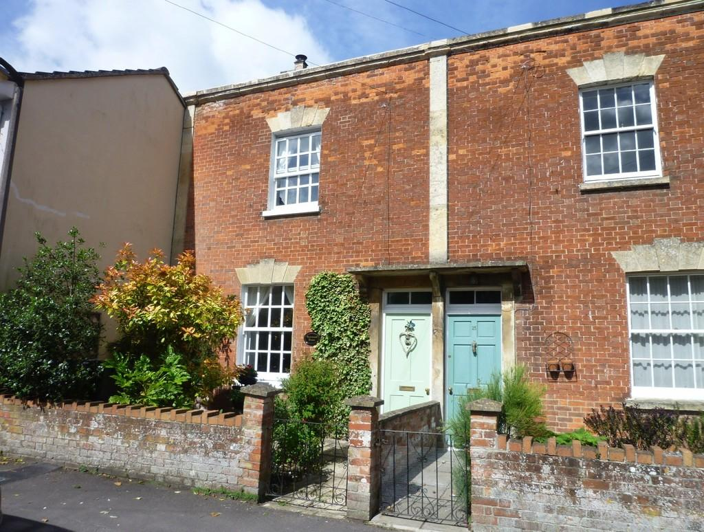 3 Bedrooms Terraced House for sale in Church Street,Westbury