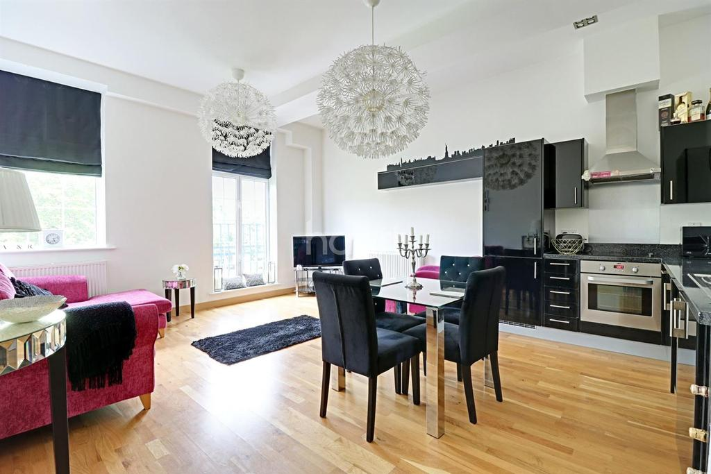 2 Bedrooms Flat for sale in Academy Court