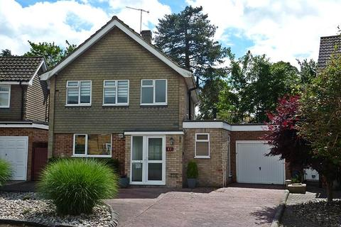 4 bedroom detached house to rent - Southbourne Drive, Bourne End