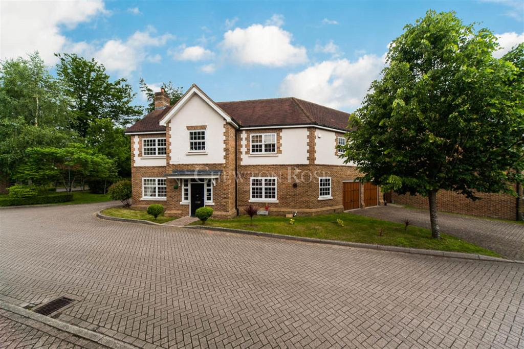 5 Bedrooms Detached House for sale in Gatcombe Crescent, Ascot
