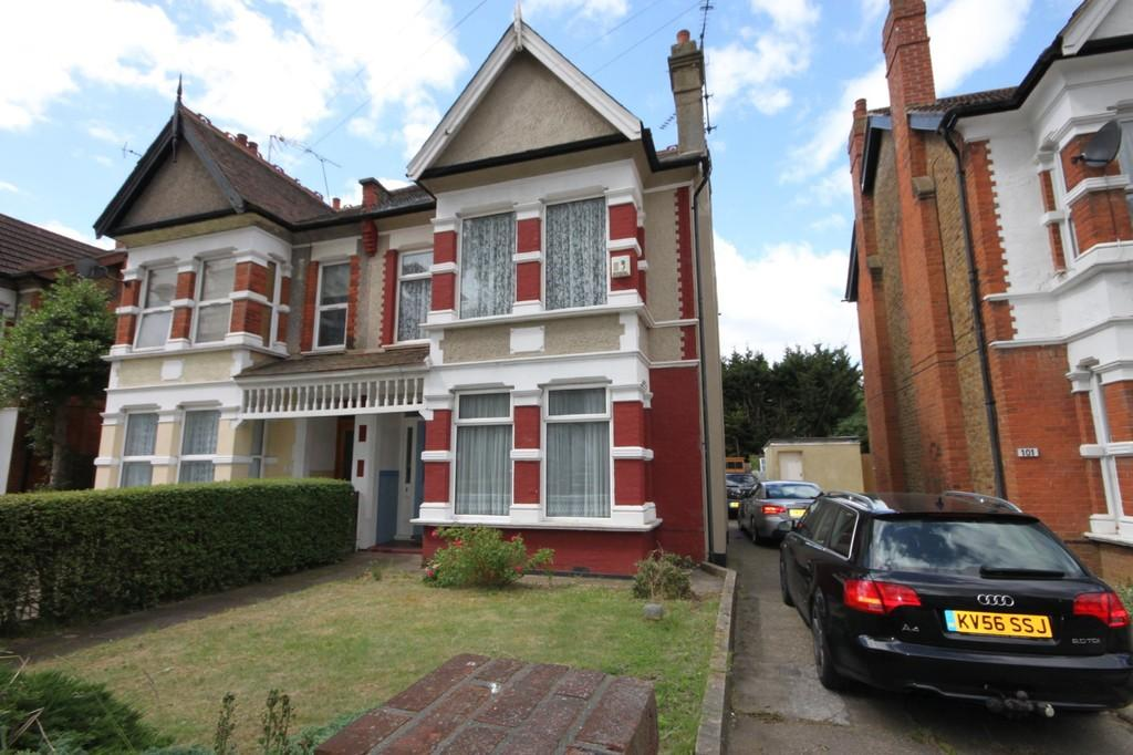 2 Bedrooms Apartment Flat for sale in Baxter Avenue, Southend-on-Sea