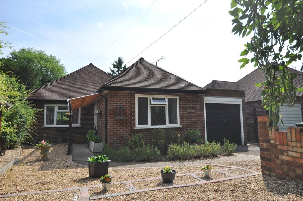 3 Bedrooms Detached Bungalow for sale in Oak Tree Close, Jacob's Well