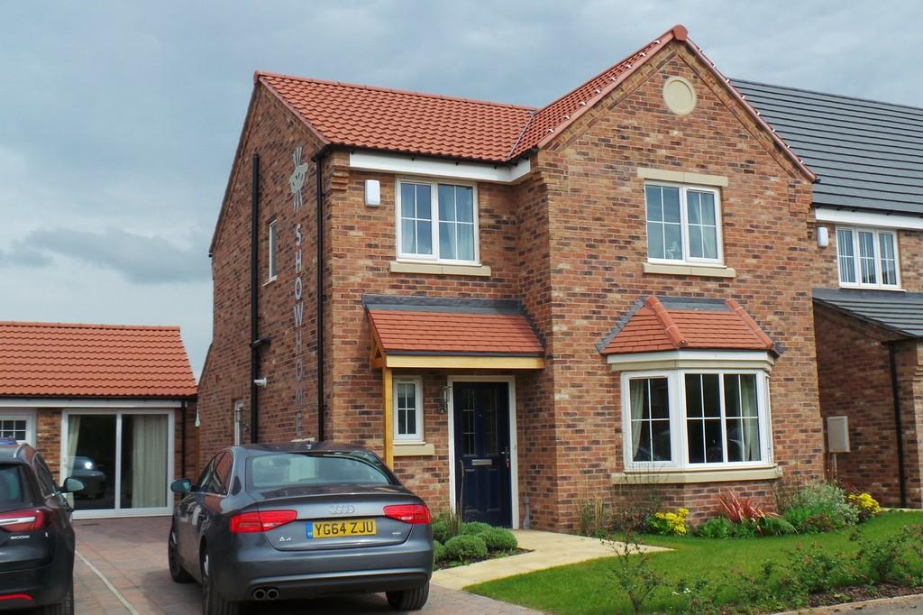 4 Bedrooms Detached House for sale in THE SHOW HOUSE, ROSEWOOD VALE, HAMBLETON, YO8 9QQ