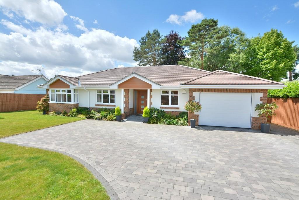 4 Bedrooms Detached Bungalow for sale in Bushmead Drive, Ashley Heath