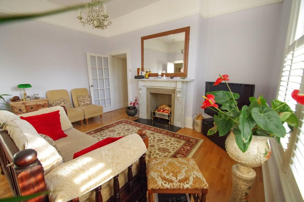 2 Bedrooms Apartment Flat for sale in Victoria Avenue, Shanklin