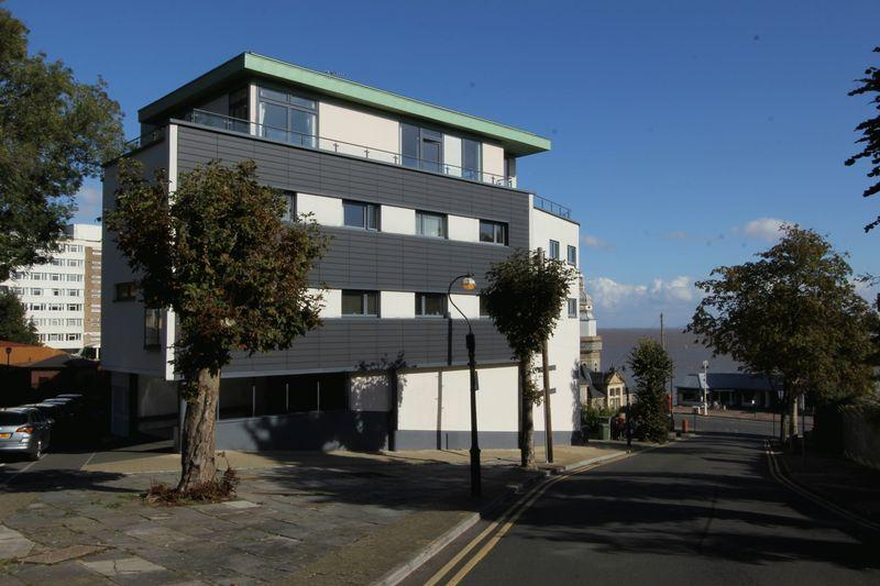 3 Bedrooms Apartment Flat for sale in Balmoral Quays, Penarth