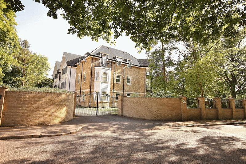 2 Bedrooms Apartment Flat for sale in Westhall Road, Warlingham