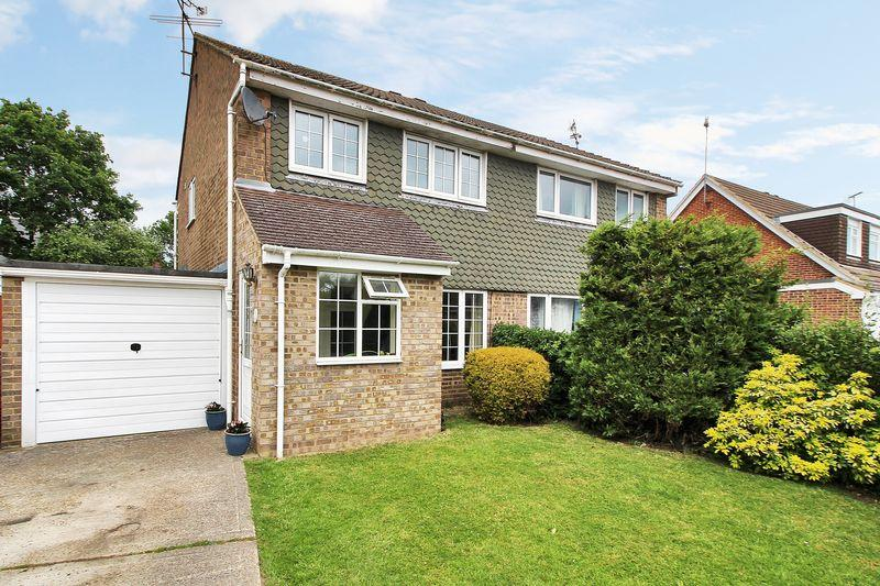 3 Bedrooms Semi Detached House for sale in Holmbush Close, Horsham