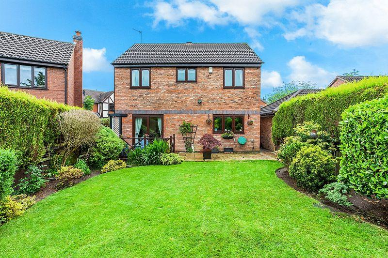 4 Bedrooms Detached House for sale in Ayrshire Way, Congleton