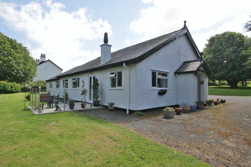 5 Bedrooms Detached Bungalow for sale in Rhostryfan, Gwynedd