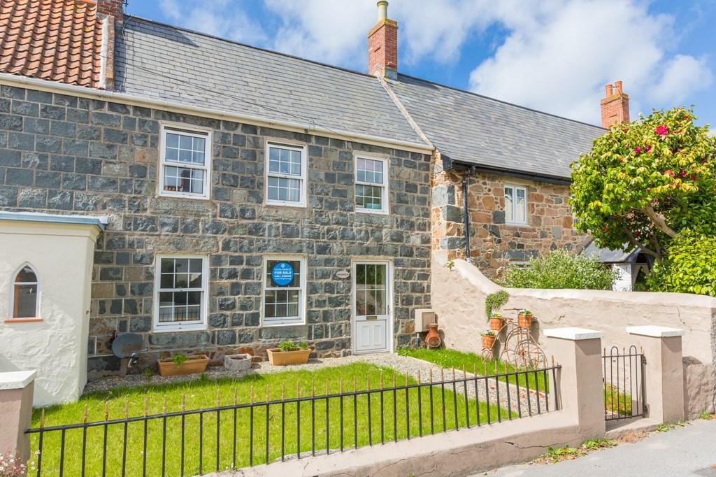 4 Bedrooms Cottage House for sale in Route des Cornus, St. Martin, Guernsey
