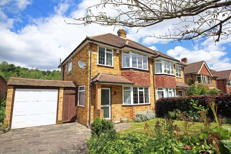 3 Bedrooms Semi Detached House for sale in The Ruffetts, South Croydon, Surrey