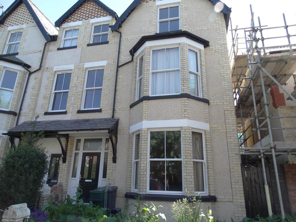 7 Bedrooms Semi Detached House for sale in 8 Belgrave Road, Colwyn Bay, LL29 8EY