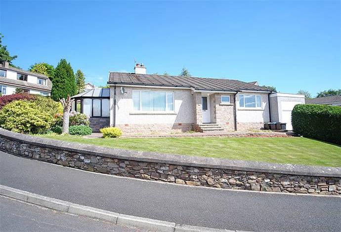 3 Bedrooms Bungalow for sale in 24 Leaderdale Crescent, Earlston, TD4 6BJ