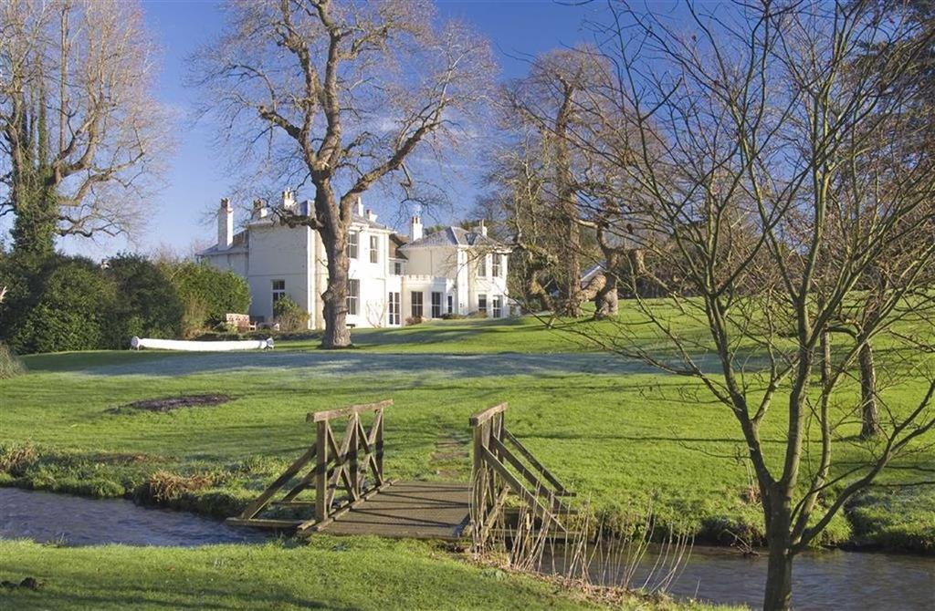 6 Bedrooms Country House Character Property