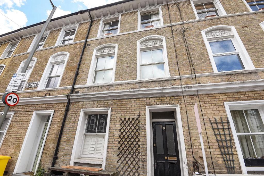 2 Bedrooms Flat for sale in Southolm Street, Battersea
