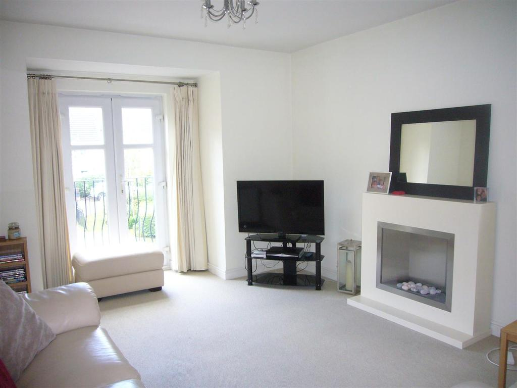 2 Bedrooms Apartment Flat for sale in Bridgewater Close, Frodsham