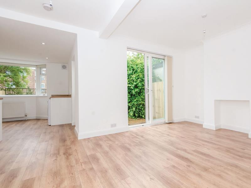 3 Bedrooms Semi Detached House for sale in Alexandra Road N10