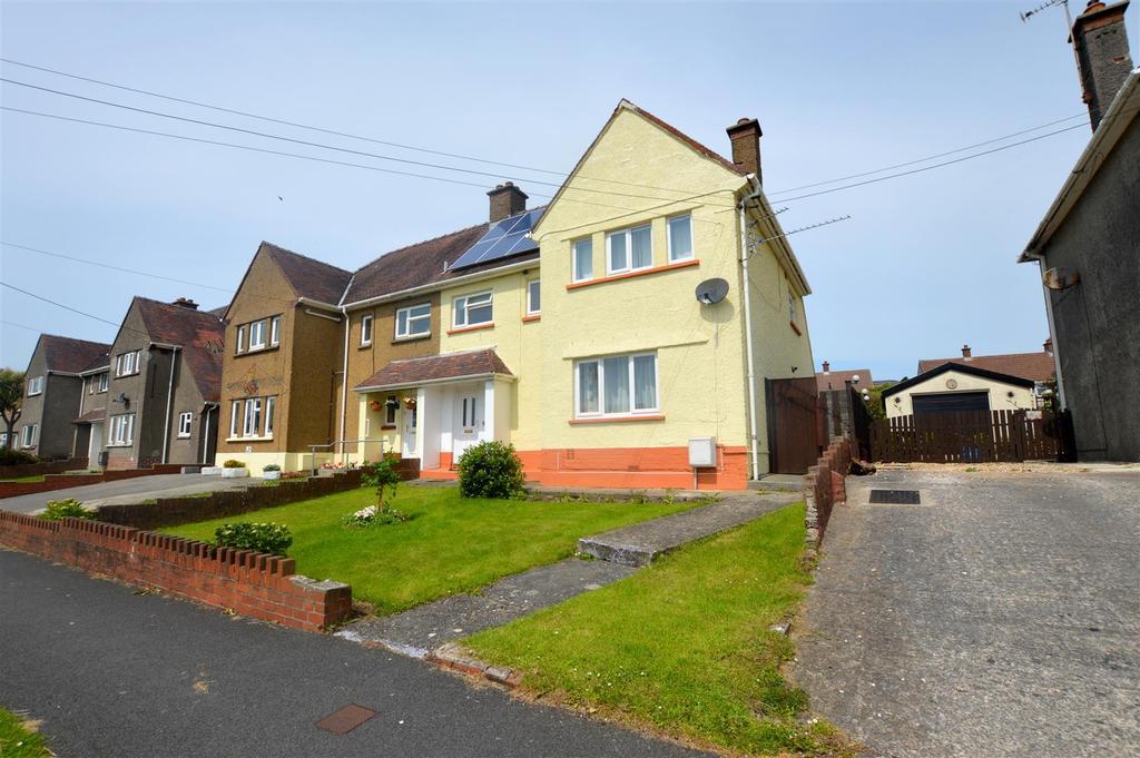 3 Bedrooms Semi Detached House for sale in Maesglas, Pontyates, Llanelli