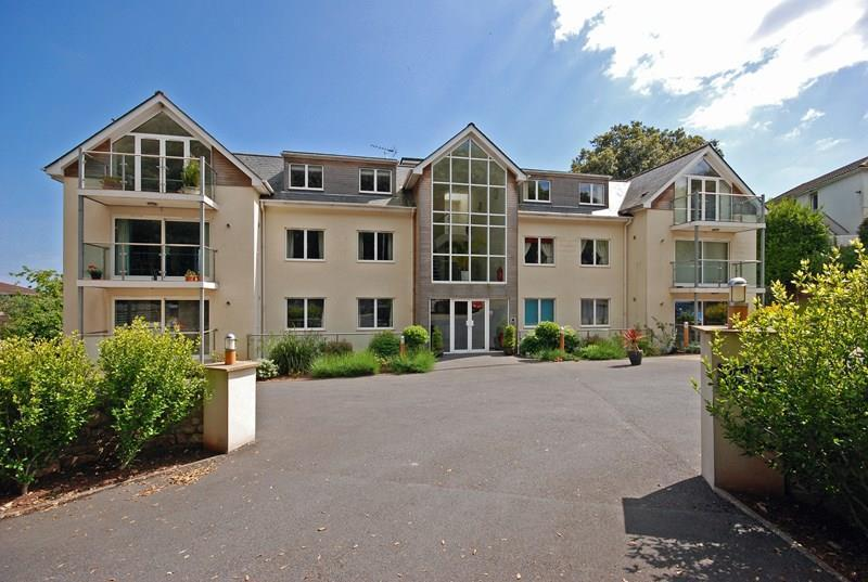 2 Bedrooms Flat for sale in East Cliff Road, Dawlish, EX7