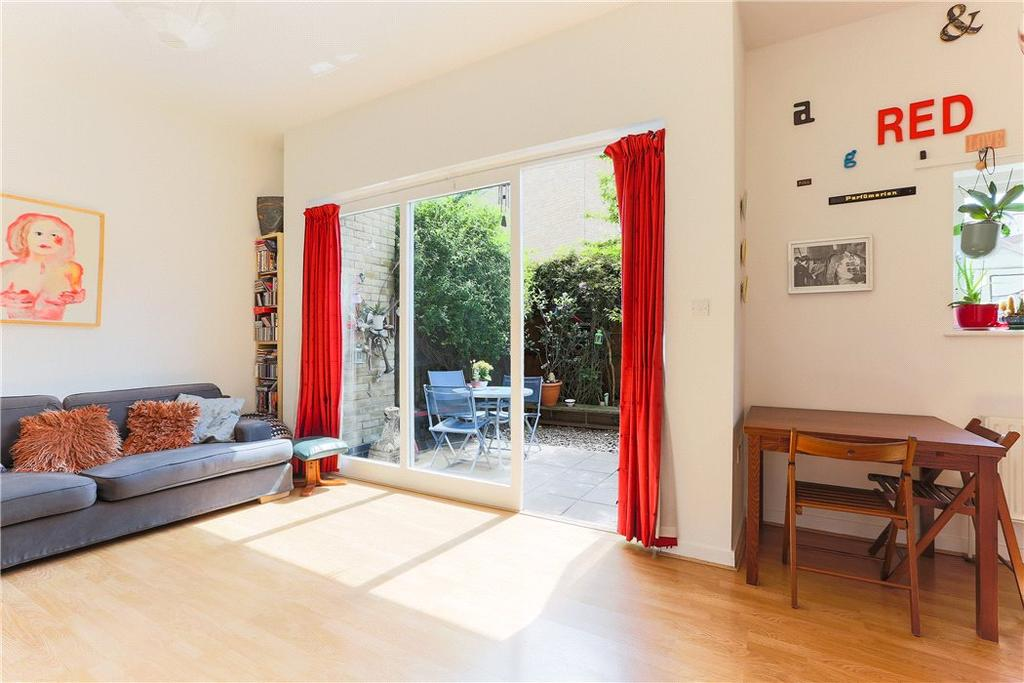 3 Bedrooms Flat for sale in Roman Court, 88 Roman Way, London, N7