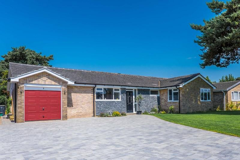 4 Bedrooms Detached Bungalow for sale in Berkley Avenue, West Parley, Ferndown