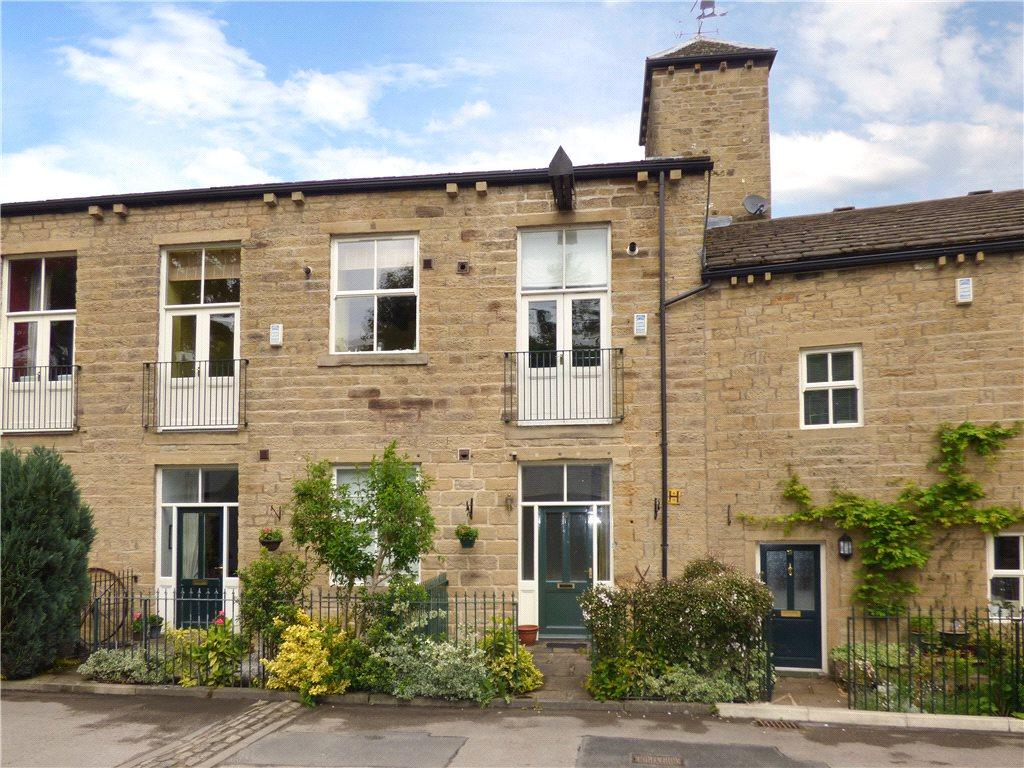 2 Bedrooms Town House for sale in Woodfield Road, Cullingworth, West Yorkshire