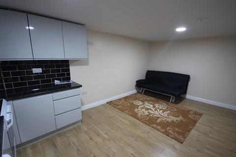 Studio to rent - Luxor Avenue, Leeds, West Yorkshire, LS8