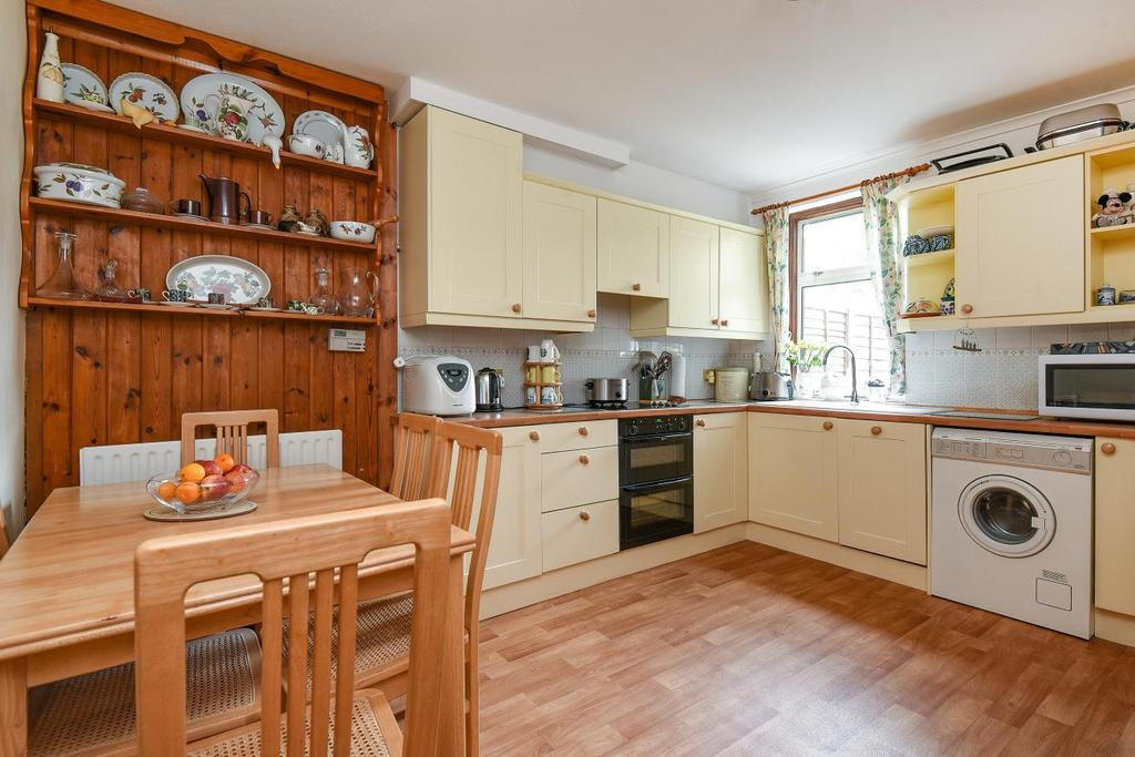 3 Bedrooms Terraced House for sale in Foxbury Road, Bromley, BR1
