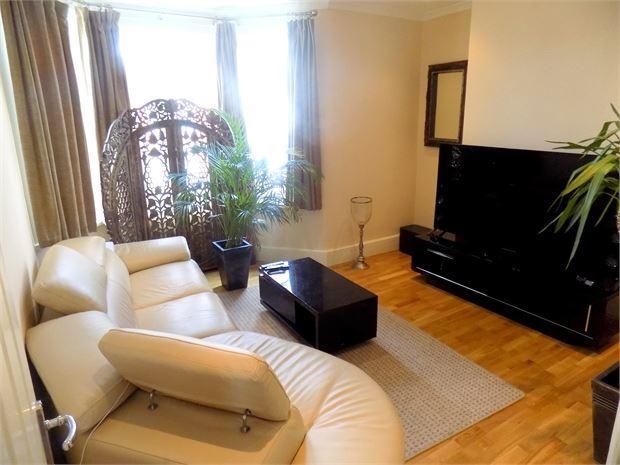 2 Bedrooms Flat for sale in Hafton Road, Catford, London, SE6 1LP