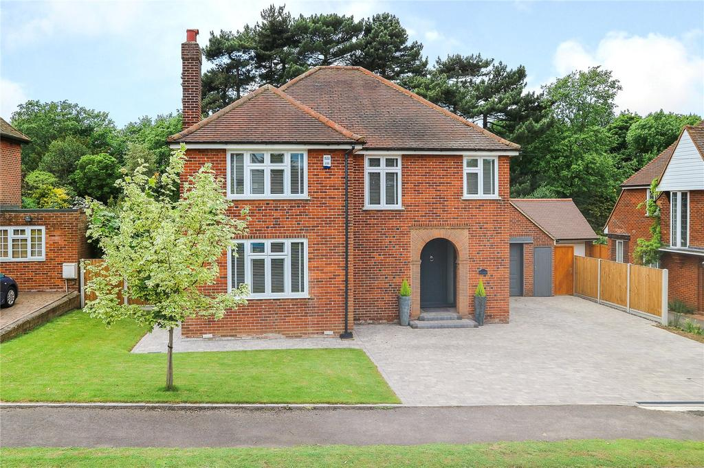 4 Bedrooms Detached House for sale in Links Drive, Chelmsford