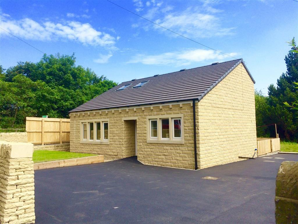 4 Bedrooms Detached Bungalow for sale in Laund Road, Salendine Nook, Huddersfield, HD3