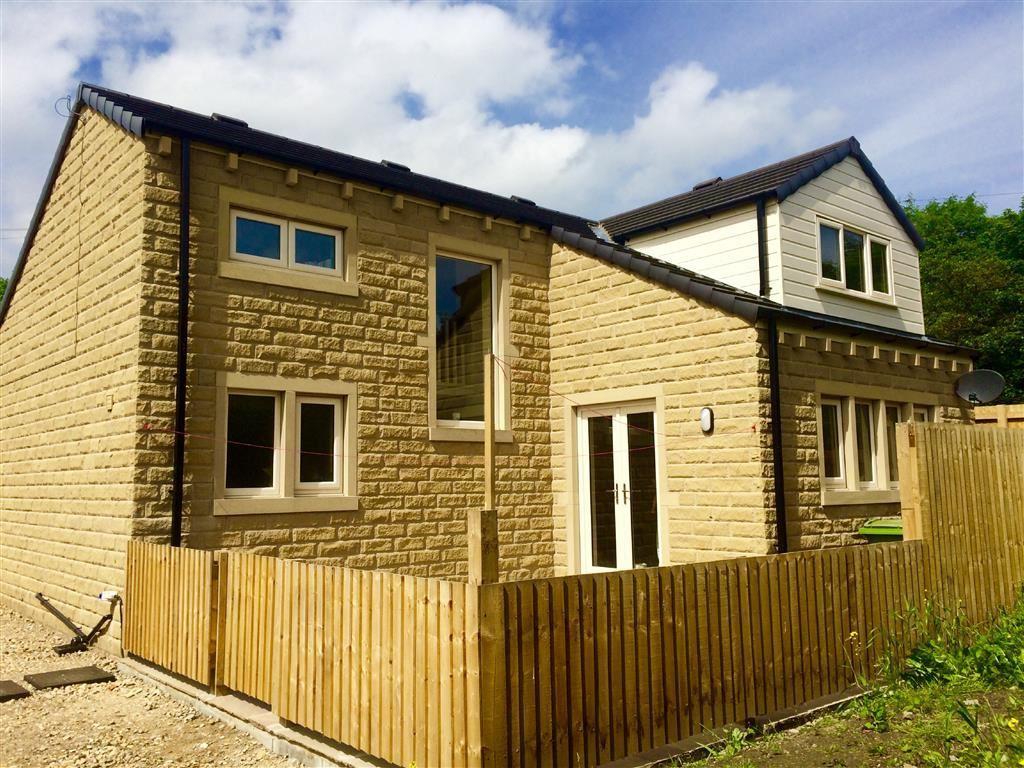 4 Bedrooms Detached Bungalow for sale in Laund Road, Salendine Nook, Huddersfield, HD3