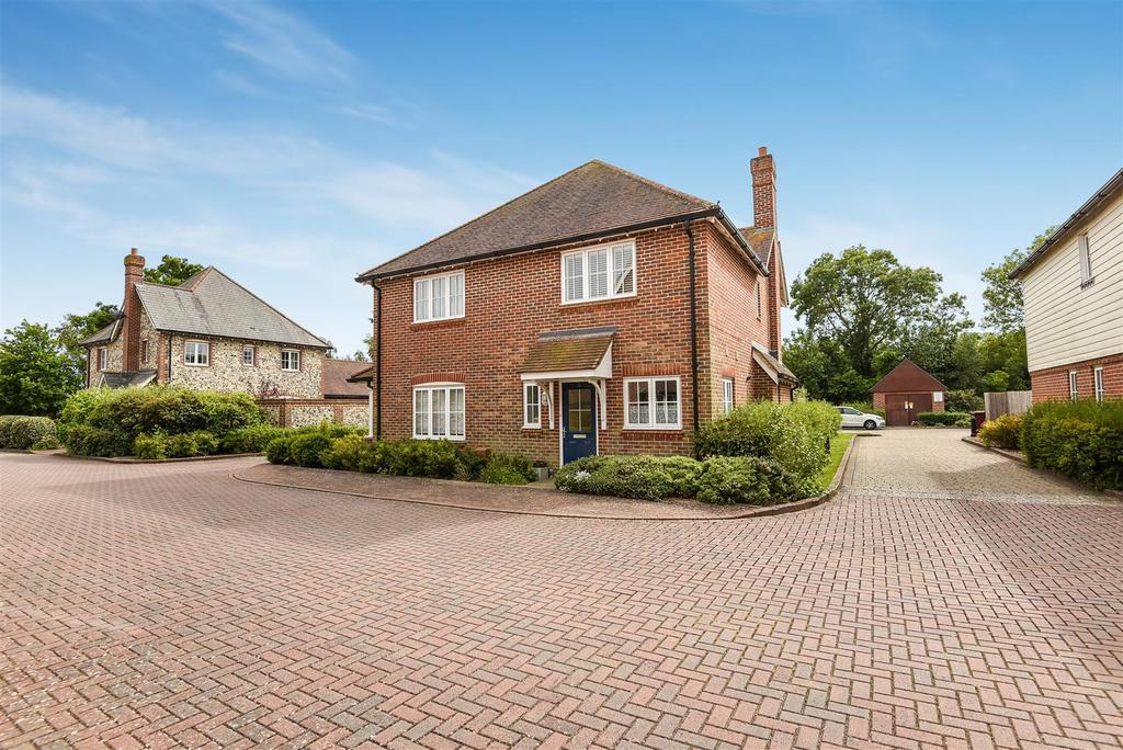 2 Bedrooms Semi Detached House for sale in Wealden Drive, Westhampnett, Chichester