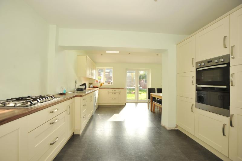 3 Bedrooms Semi Detached House for sale in Pinewood Way, Hutton, Brentwood, Essex, CM13