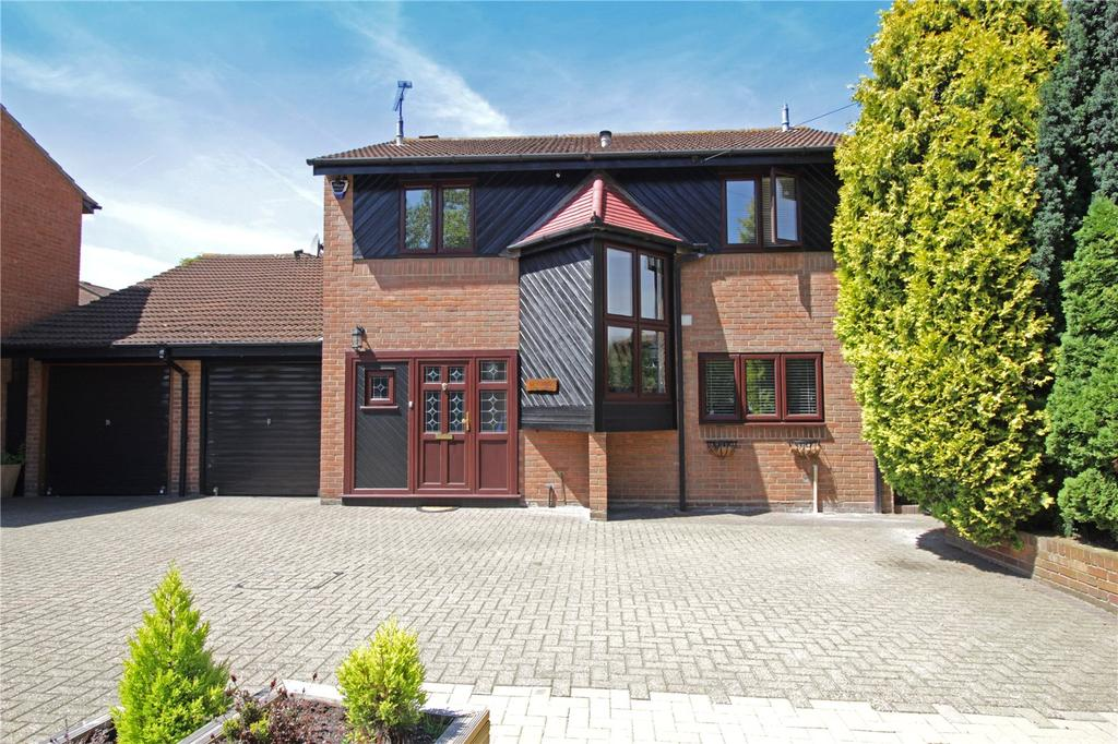 4 Bedrooms Detached House for sale in High Road, Langdon Hills, Essex, SS16