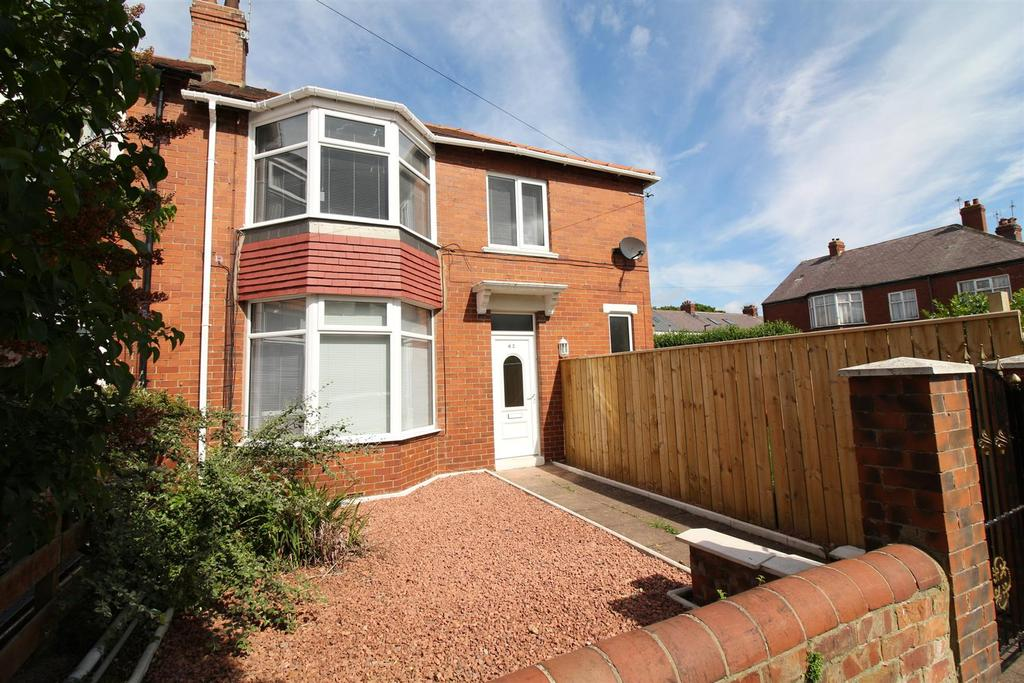 3 Bedrooms End Of Terrace House for sale in Paignton Avenue, Whitley Bay