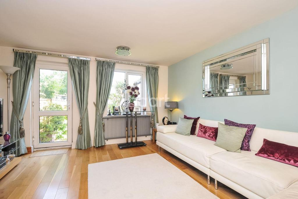 2 Bedrooms End Of Terrace House for sale in Hunting Gate Mews, Sutton, SM1