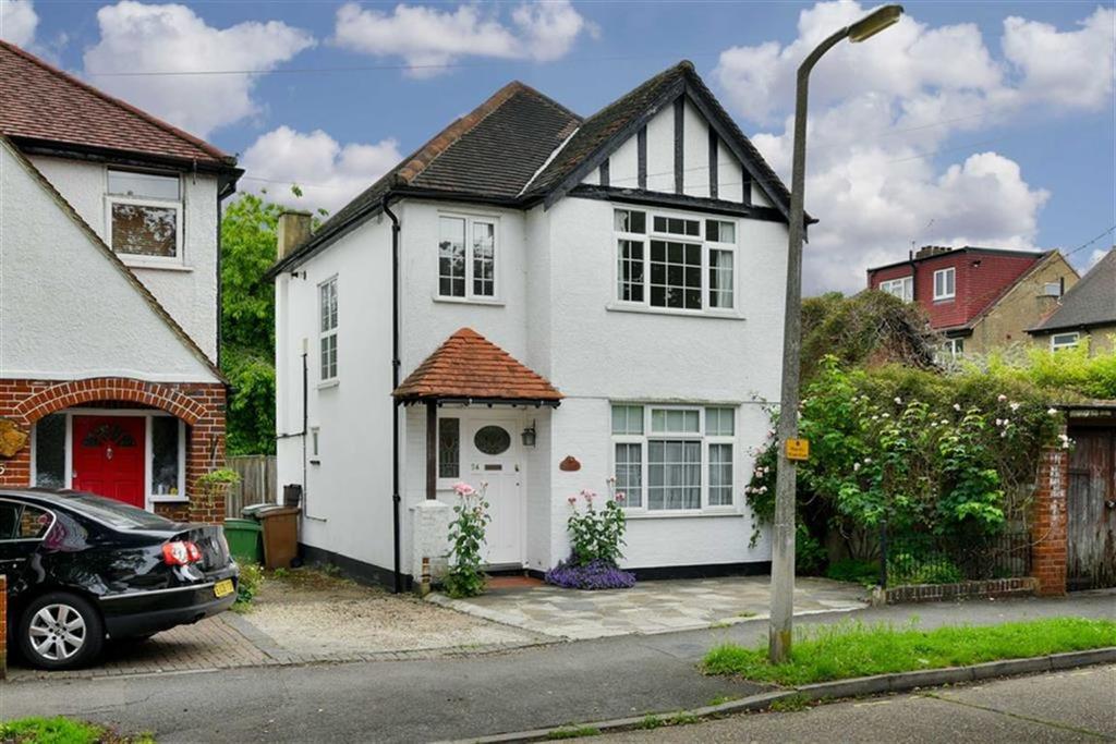 3 Bedrooms Detached House for sale in Donnington Road, Worcester Park, Surrey