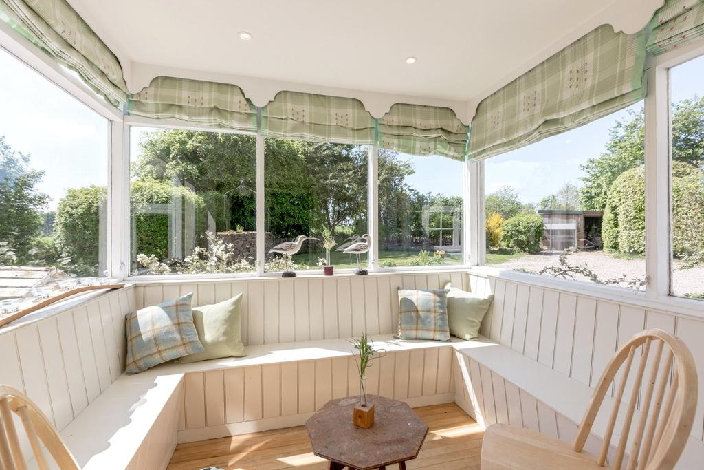 Lawmuir house methven perth perth and kinross ph1 6 for Detached sunroom