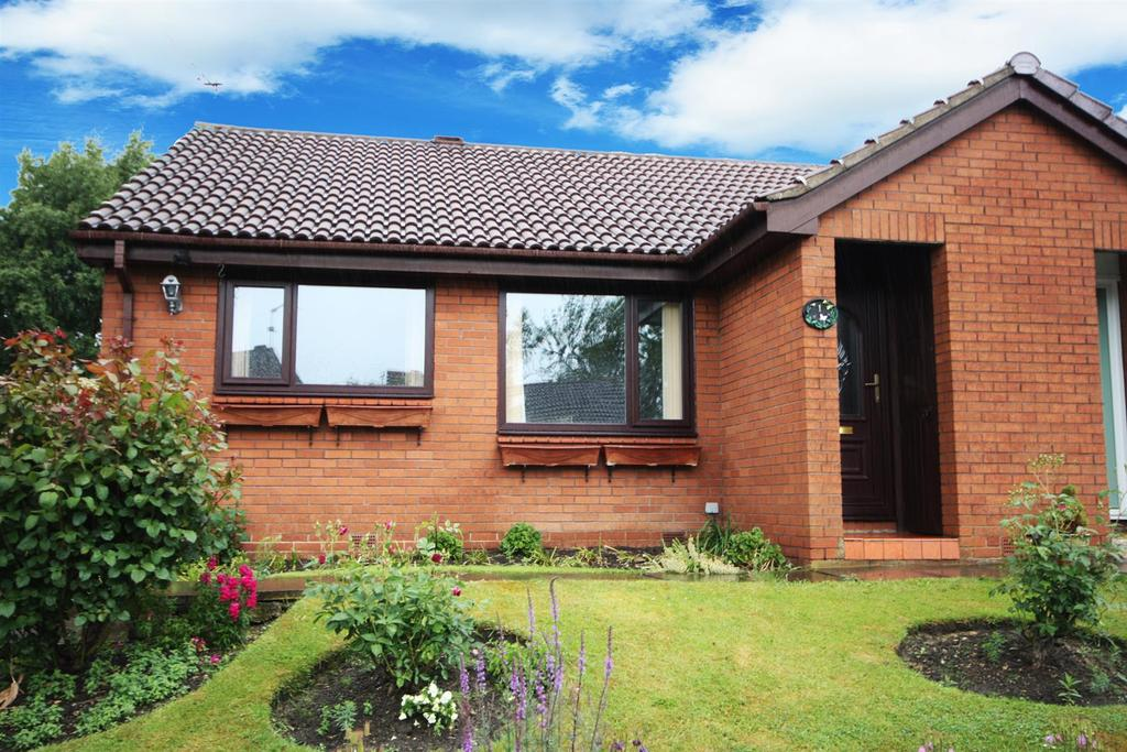 2 Bedrooms Semi Detached Bungalow for sale in Woodside Park Avenue, Horsforth