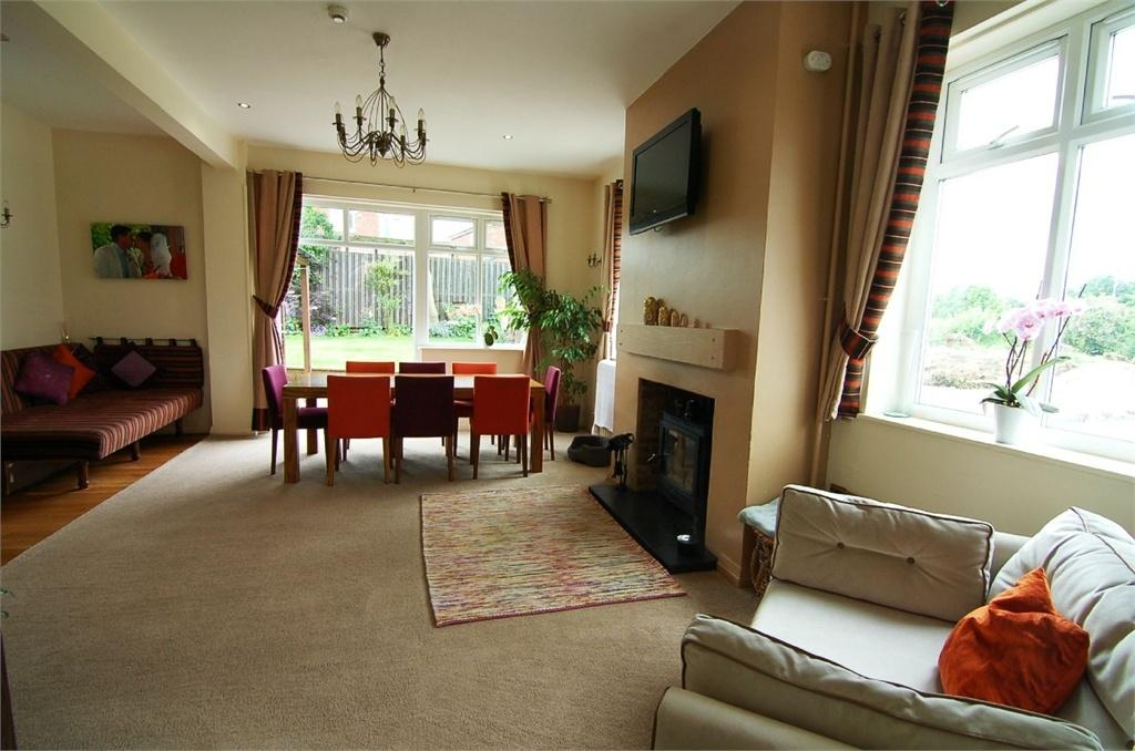 5 Bedrooms Detached House for sale in Old Hall Inn, High Street, Great Houghton