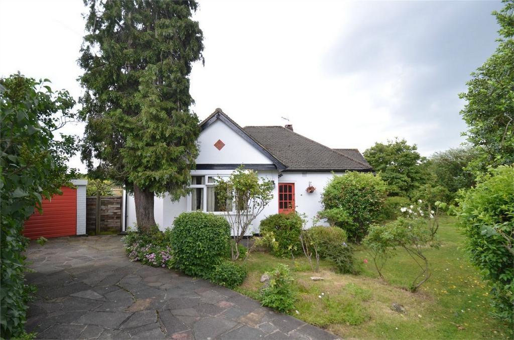 2 Bedrooms Detached Bungalow for sale in The Glade, Shirley, Croydon, Surrey