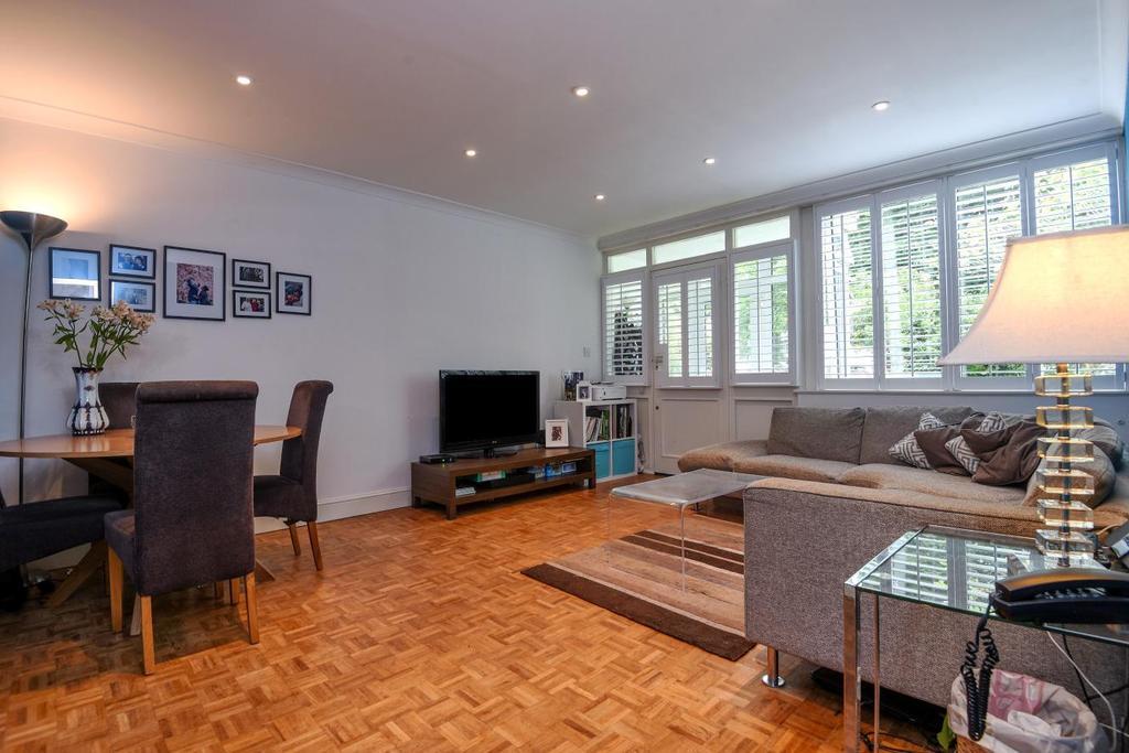 2 Bedrooms Maisonette Flat for sale in Pinelands Close, St. Johns Park, Blackheath, SE3