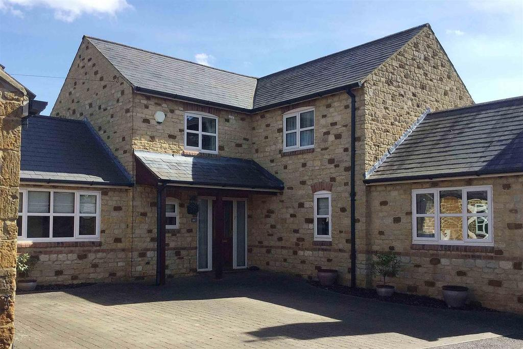 4 Bedrooms Detached House for sale in High Street, Rushton, Kettering