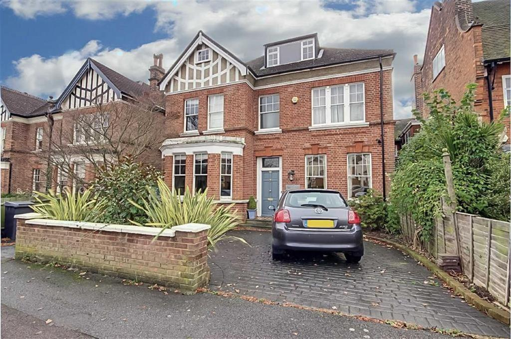 6 Bedrooms Detached House for sale in Gloucester Road, New Barnet, Hertfordshire