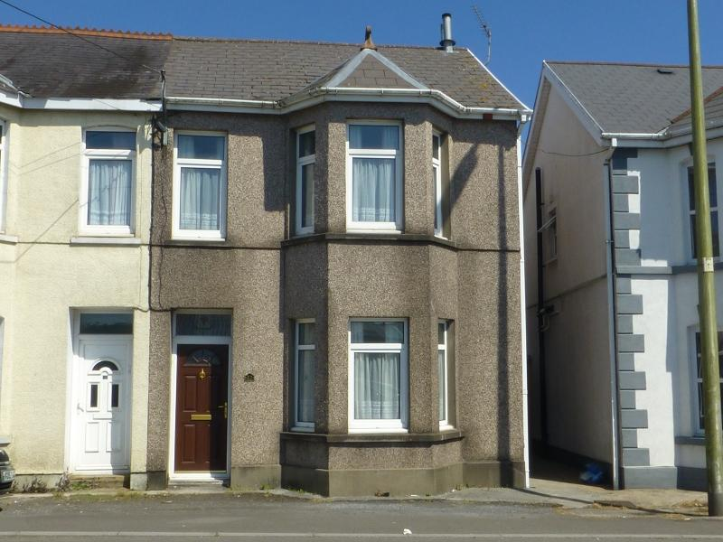 2 Bedrooms Semi Detached House for sale in Llandybie Road, Ammanford, Carmarthenshire.