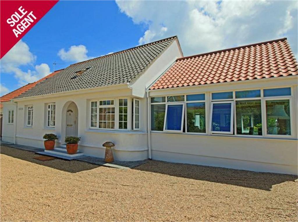 4 Bedrooms Detached House for sale in Stream Corner, Le Villocq, Castel