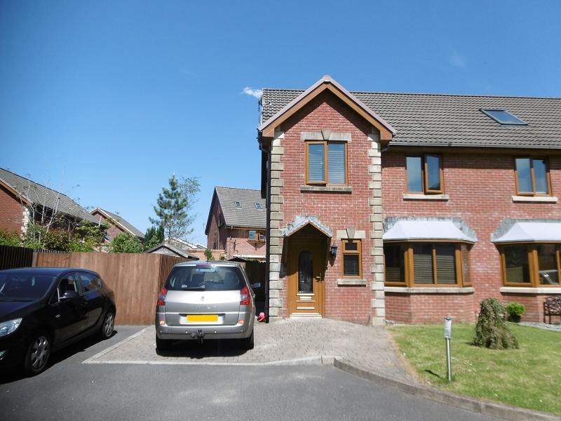 3 Bedrooms Semi Detached House for sale in Graig Newydd, Godrergraig, Swansea.